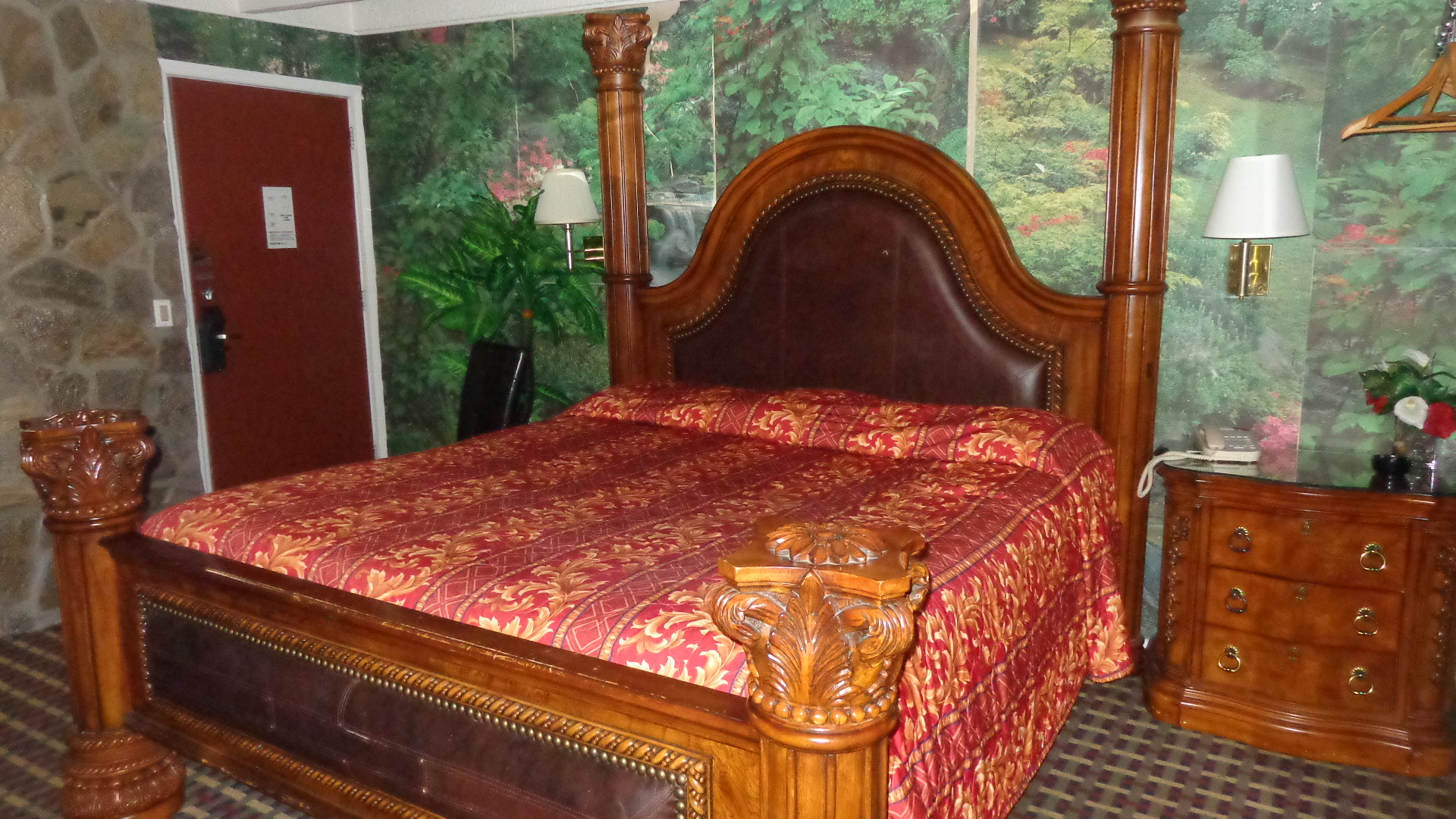 King Bed Room at Edgewood Motel in NY